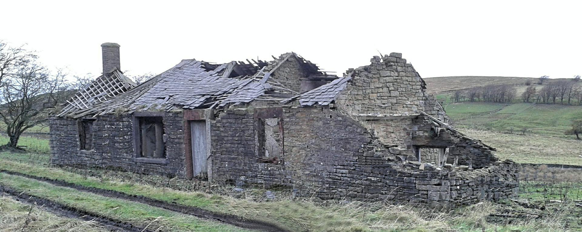 Derelict workers cottage at Forest Head next to the Lime Kiln